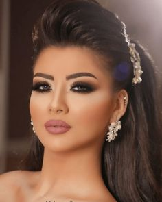 10 Wedding Makeup Looks To Wear On The Big Day - Getting married soon? Here's a list of 10 wedding makeup looks to wear on the big day! Wedding Makeup Looks, Bride Makeup, Wedding Hair And Makeup, Glam Makeup, Hair Makeup, Makeup Hairstyle, Black Smokey Eye, Make Up Braut, Beauty Make-up