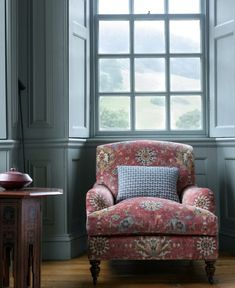 Monday Inspiration: A Chair of My Own - Mad About The House My Living Room, Home And Living, Colefax And Fowler Wallpaper, English Living Rooms, Home Office, Style Anglais, Cosy Home, English Interior, Classic House