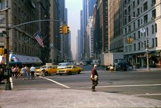 50 Amazing Color Photographs Capture Street Scenes of New York City in the ~ vintage everyday Roads And Streets, City Streets, New York Street, New York City, New York Wallpaper, 70s Aesthetic, City Pages, City Vibe, City Road
