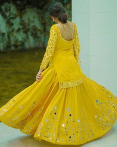 Indian Fashion Dresses, Indian Gowns Dresses, Dress Indian Style, Indian Designer Outfits, Pakistani Dresses, Dress Fashion, Party Wear Long Gowns, Designer Party Wear Dresses, Dress Party