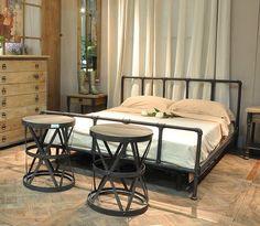 Кровать в стиле лофт.