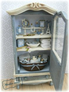 Eiffel tower and shells. Miniature Rooms, Miniature Furniture, Dollhouse Furniture, My Doll House, Barbie House, All The Small Things, Mini Things, Rose House, Armoire