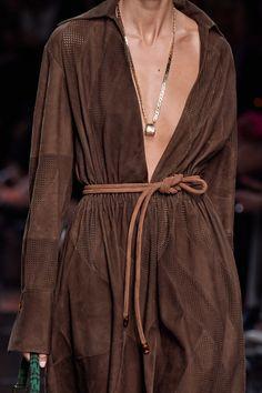 Fendi Spring 2020 Ready-to-Wear Fashion Show - Vogue Fashion 2020, Runway Fashion, Fashion Show, Fashion Outfits, Womens Fashion, Fashion Trends, Fashion Fashion, Milan Fashion, Casual Chic Style