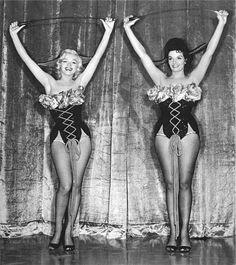 "Marilyn Monroe & Jane Russell in a Publicity photo for ""Gentlemen Prefer Blondes"" 1953 Vintage Hollywood, Hollywood Glamour, Hollywood Stars, Hollywood Actresses, Classic Hollywood, Actors & Actresses, Jane Russell, Marilyn Monroe Portrait, Marilyn Monroe Photos"