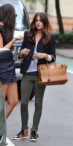 Skinny jeans, navy blazer, hi top sneakers, outfit, fall, spring, cold summer.