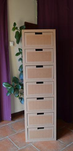 Console tiroirs en carton vernis