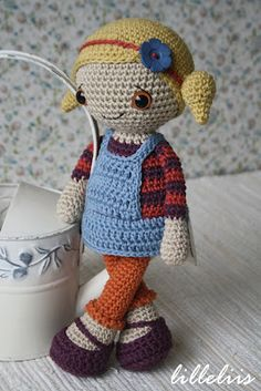 Wow so cute! Follow the link to her blog and her etsy is available for patterns.  Love it!!