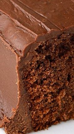 Coca-Cola Cake - A rich chocolate cake with a tender texture and just a hint of something different. The frosting is amazing and also contains cola. Pie Cake, No Bake Cake, Chocolate Desserts, Chocolate Cake, Just Desserts, Delicious Desserts, Brownies, Coca Cola Cake, Just Cakes