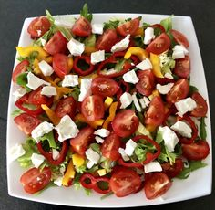 Sałatka do grilla - ze szparagami, papryką, pomidorkami i fetą - Blog z apetytem Caprese Salad, Bruschetta, Vegetable Pizza, Feta, Salsa, Grilling, Lunch, Vegetables, Ethnic Recipes