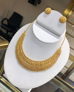 Jewelry OFF! New designer Matt necklace Indian Jewellery Bridal Jewellery - Indian Fashion Ideas Gold Bangles Design, Gold Earrings Designs, Gold Jewellery Design, Necklace Designs, Gold Designs, Handmade Jewellery, Ring Designs, Gold Jewelry Simple, Silver Jewelry