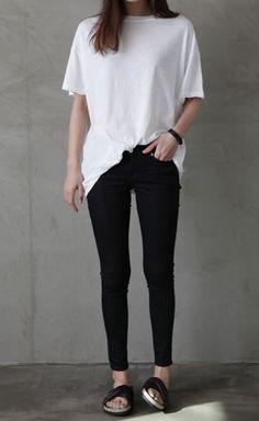 pantalones y sandalias