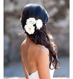 Idée coiffure de mariage : une demi-attache wavy - Cosmopolitan.fr