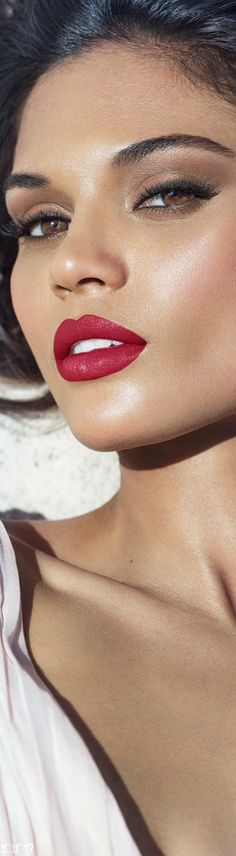 Love Makeup, Beauty Makeup, Perfect Red Lips, Just Be Happy, Estee Lauder, Beauty Ideas, People, Faces, Beautiful