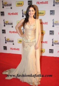 Yami Gautam Style #lehenga #choli at 58th idea filmfare awards is an acing piece of attire with golden and cream colors creating an affable ambiance surrounding you