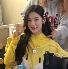 Kpop Girl Groups, Korean Girl Groups, Kpop Girls, Cute Instagram Pictures, Arin Oh My Girl, Rapper, Normal Guys, Red Velvet Seulgi, Ballet Girls