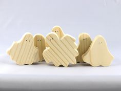 Halloween Toys, Halloween Ghosts, Halloween Tree Decorations, Handmade Wooden Toys, Cute Ghost, Best Kids Toys, Wood Toys, Diy And Crafts, Pine