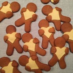 A cookie man with heart - Bagvrk.dk - Nice cookies to make as a Christmas baking workshop. Can also be added to the coffee in December. Christmas Goodies, Christmas Treats, Christmas Time, Galletas Cookies, Cute Cookies, Xmas Food, Christmas Cooking, Danish Cookies, Danish Christmas