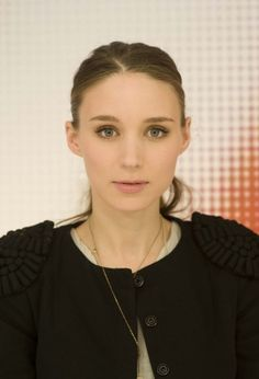 Rooney Mara is beautiful. She looked incredible at the Oscars last night.