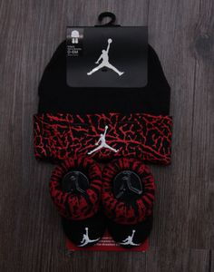 Air Jordan Baby Boy Infant Hat & Booties Set Black Red & White Months - Baby Boy Shoes - Ideas of Baby Boy Shoes Baby Boy Jordan Outfits, Baby Boy Shoes Nike, Baby Jordan Shoes, Jordan Baby Shower, Newborn Girl Outfits, Baby Boy Jordans, Jordan Hats, Baby Boy Dress, Baby Boy Hats