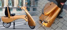 Scooter portatil confeccionado en fibra de carbono su peso es de tan solo 25 kilos, ¿no llevas maletas que pesan más? Puede llegar a alcanzar una velocidad máxima de 45 km/hora con una autonomía por carga de unos 35 kilómetros
