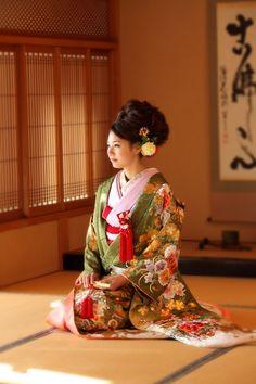 thekimonogallery: Contemporary uchikake (wedding robe). Japan
