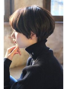 The cute and lively Pixie is one of the most popular short hairs for women. Pixie Haircuts offers a variety of opportunities. For round faces, try pixie with asymmetrical bangs. They cut your face Shot Hair Styles, Curly Hair Styles, Pixie Haircut, Hairstyles Haircuts, Short Pixie, Short Hair Cuts, Pixie Cuts, Hair Inspo, Hair Inspiration