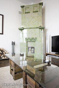 Vihreä kakluuni / Green tiled stove