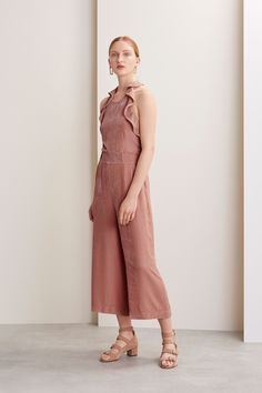 http://www.vogue.com/fashion-shows/pre-fall-2017/whistles/slideshow/collection