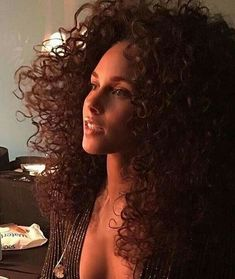 Alicia Keys, No one is more gorgeous. Natural Curls, Natural Hair Styles, Long Hair Styles, Alicia Keys Style, Alicia Keys No One, Afro, Hair Colorful, Meagan Good, Aloe Vera For Hair