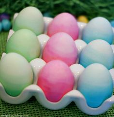Ombre Dyed Easter Eggs Tutorial by { anightowlblog.com } #easter #eastereggs #holiday