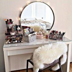 52 Cute And Smart Makeup Storage Ideas | ComfyDwelling.com #PinoftheDay #cute #smart #makeup #storage #ideas #StorageIdeas #CuteMakeup