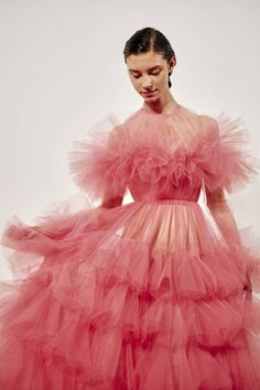 See all the Backstage photos from Giambattista Valli Spring/Summer 2019 Couture now on British Vogue Couture Mode, Style Couture, Haute Couture Fashion, Spring Couture, Runway Fashion, High Fashion, Fashion Show, Fashion Tips, Fashion Design