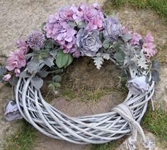 Autumn Wreaths, Christmas Wreaths, Purple Christmas, Funeral Flowers, Farmer, Wedding Bouquets, Flower Arrangements, Diy And Crafts, Floral Wreath