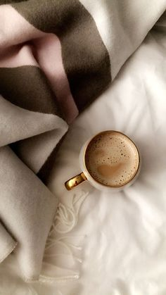 Cream Aesthetic, Aesthetic Coffee, Brown Aesthetic, Aesthetic Vintage, Simple Aesthetic, Aesthetic Backgrounds, Aesthetic Iphone Wallpaper, Aesthetic Wallpapers, Beige Wallpaper