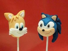 Tails and Sonic the Hedgehog cake pops Hedgehog Cupcake, Sonic The Hedgehog Cake, Sonic Cake, Hedgehog Birthday, Mario Birthday Cake, Sonic Birthday Parties, Sonic Party, 5th Birthday, Birthday Cakes