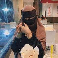 Image may contain: one or more people and indoor Hijab Niqab, Hijab Outfit, Muslim Girls, Muslim Women, Niqab Fashion, Face Veil, Islamic Fashion, Girl Hijab, Beautiful Women