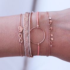 We're loving the combo of rosé & #peachcolor  ❤️ #armband #new1moment #infinity #heart