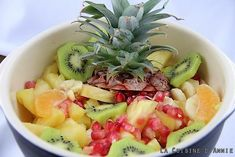 Salade de fruits d'hiver Dessert Aux Fruits, Fruit Salad, Muffins, Food, Easy Fruit Salad, Fresh Fruit, Skewers, Pies, Fruit Salads