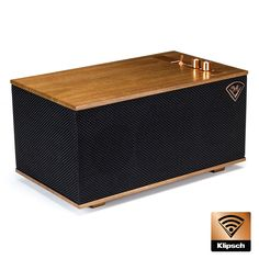 Incorporating luxury materials such as real wood veneer, the Klipsch Heritage Wireless Three powered speaker blends classic aesthetic with the all-new tech.