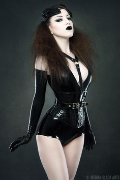 Latex Corset , body and gloves by Atsuko Kudo Latex                                                                                                                                                     Mehr