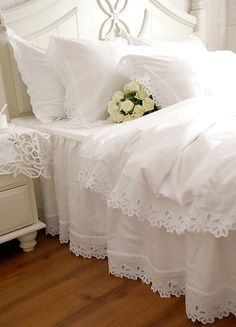 Shabby Chic Bedrooms, Shabby Chic Homes, Shabby Chic Decor, Modern Victorian Bedroom, Bedroom Vintage, Duvet Bedding, Bedding Sets, White Lace Bedding, Bed Duvet Covers