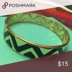 🌟Thick gold tone bangle 🌟 Gold with black zig-zag pattern Jewelry Bracelets