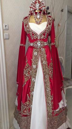 Medieval Dress, Medieval Clothing, Beautiful Gowns, Beautiful Outfits, Moroccan Dress, Arabic Dress, Fantasy Dress, Disney Dresses, Hijab Fashion