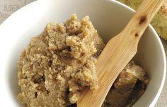 Хайвер от орехи и чесън: продукти за 4 порции: 4 скилидки чесън 250 г орехи 100 мл зехтин 2 с. л. лимонов сок ½ ч. л. сол