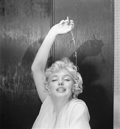 Marilyn Monroe by Cecil Beaton Marilyn Monroe, Cecil Beaton, rose