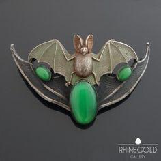 Art Nouveau bat belt buckle, ca. 1900 to 1910 / Rhinegold Gallery