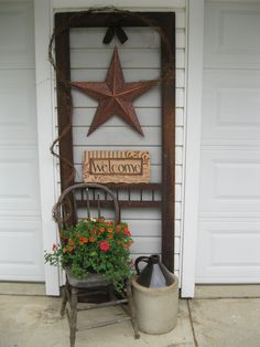 Brilliant Ways To Transform A Broken, Old Screen Door Into An Amazing Home Addition Old screen door.I like the idea of decorating between the garage doors :)Old screen door.I like the idea of decorating between the garage doors :)