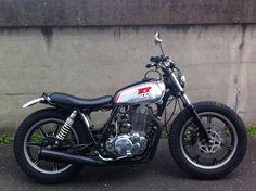 XT 500 Yamaha Sr400, Yamaha Cafe Racer, Yamaha Bikes, Cafe Racers, Vintage Motorcycles, Custom Motorcycles, Custom Bikes, Cars And Motorcycles, Moto Bike