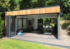 Garden room gym Garden gym by Swift Garden Rooms that features lots of floor to ceiling glazing. Taller than the average garden room to allow for gym equipment. Home Gym Garage, Diy Home Gym, Gym Room At Home, Home Gym Decor, Home Gyms, Workout Room Home, Workout Rooms, Home Gym Design, House Design