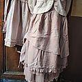 Mlle Coco : Robe à bretelles couleur figue et petite veste vichy assortie, jupon tulle figue...
